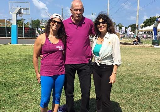 יורם ארנשטיין ביחד עם שתיים מגדולות הספורטאיות בישראל, אסתר רוט שחמורוב ויעל ארד