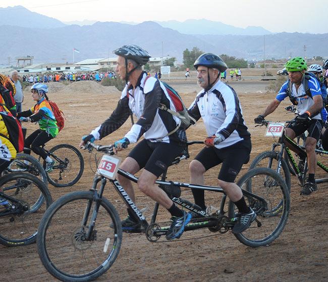רוכבי הטנדם פתחו את התחרויות (מאיר אוחיון)